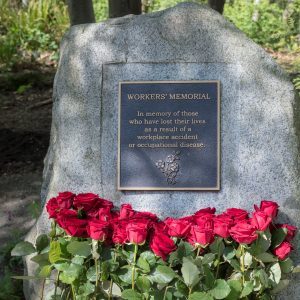 Photo of Day of Mourning monument with red roses in front